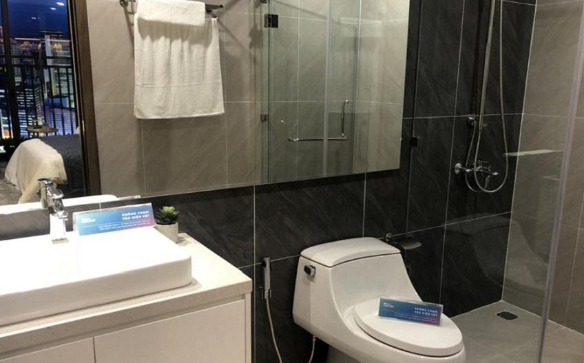 nhà vệ sinh tại căn hộ Mipec rubik 360