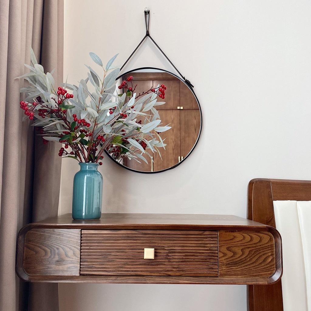 Bàn trang điểm từ gỗ óc chó điểm tô cho một không gian sống sang trọng