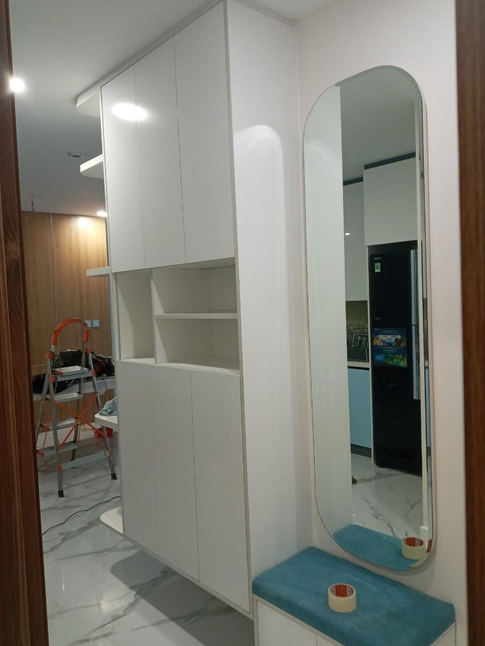 Khu vực từ cửa ra vào có đặt một chiếc gương