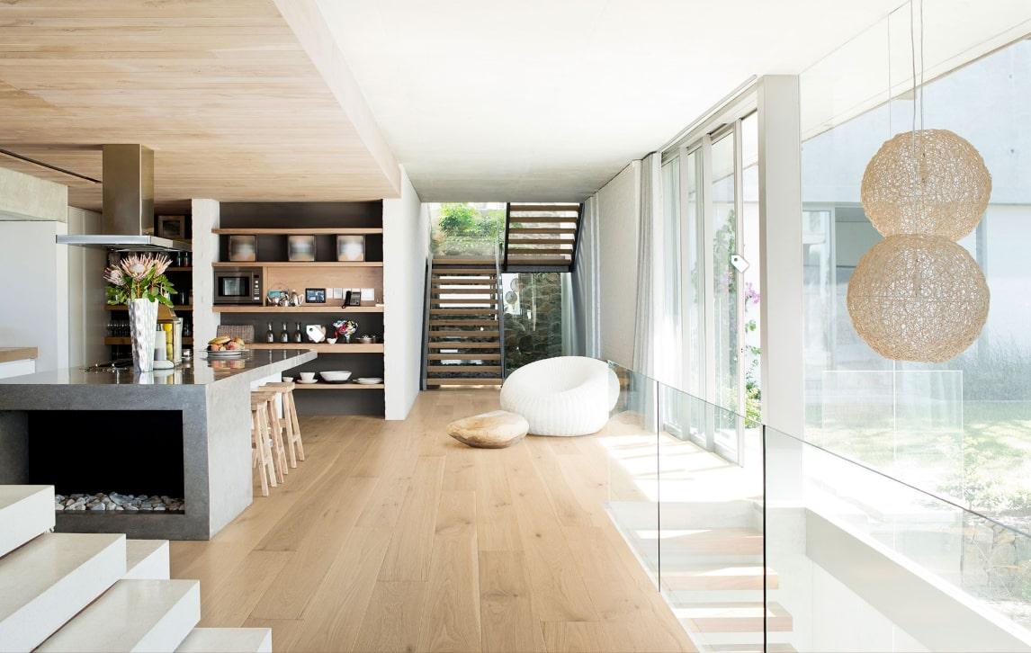 Ánh sáng chan hòa cùng nội thất cao cấp của căn duplex